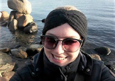 Mit viel Geschick schafft man ein Selfie allein mit der Meerjungfrau ;-)
