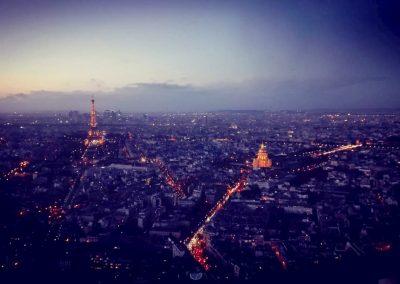 Der Blick auf Paris bei Nacht vom Tour Montparnasse