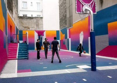 Bunter Basketballplatz Pigalle