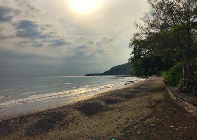 Spaziergang am Strand von Pemuteran