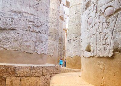 Die berühmte Säulenhalle im Tempel von Karnak - auf James Bond ist schon durchgeflüchtet